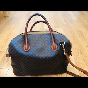 Celine crossbag with shoulder strap.